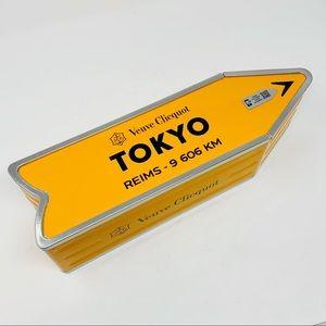 VEUVE CLICQUOT   City Arrow Tin Tokyo Collectors